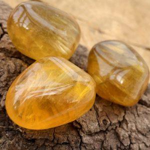 Gele Fluoriet trommelsteen knuffelsteen